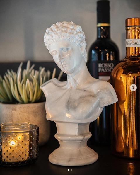 Deko Skulptur Adam weiß marmoriert Tischdeko Standfigur Figur Statue Büste
